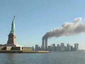 Blick auf Manhattan am 9/11 Quelle: National Park Service Lizenz: Public Domain Das Original findet sich hier.