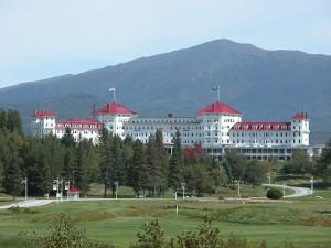 Das Mount Washington Hotel in Bretton Woods, in dem 1944 die Gründung des Internationalen Währungsfonds beschossen wurde. Autor: Sven Klippel (2003) Lizenz:  Creative Commons Attribution-Share Alike 2.5 Generic Die Originaldate findet sich hier.